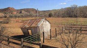 被放弃的大农场棚子 库存图片