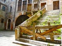 被放弃的大厦在威尼斯意大利 库存照片