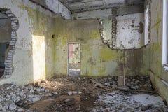 被放弃的大厦废墟 免版税库存照片