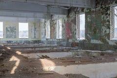 被放弃的大厦废墟 免版税库存图片