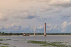 被放弃的大厦是洪水 免版税图库摄影