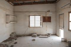 被放弃的大厦遗弃内部  免版税图库摄影