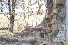 被放弃的大厦 内河港的废墟 图库摄影