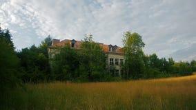 被放弃的学校在波兰 图库摄影