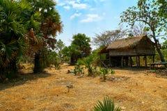 被放弃的小屋房子在桔井,柬埔寨北部的沙漠 免版税库存图片