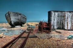 被放弃的小船和棚子 免版税库存图片