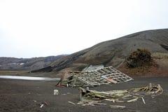 被放弃的小船在欺骗岛,南极洲 库存图片