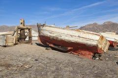 被放弃的小船捕鱼 免版税库存图片