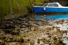 被放弃的小船捕鱼 免版税图库摄影