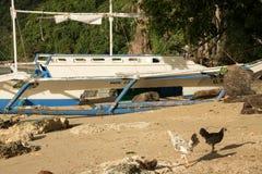 被放弃的小船,菲律宾 免版税库存照片