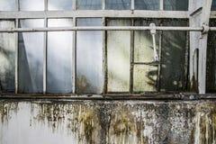 被放弃的工业工厂窗口 库存图片