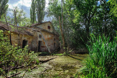 被放弃的工业工厂门面废墟  免版税图库摄影