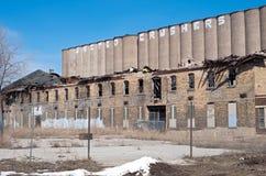 被放弃的工业财产和谷物仓库 免版税库存照片