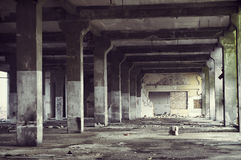 被放弃的工厂厂房内部 免版税图库摄影