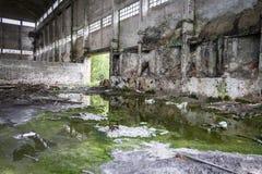 被放弃的工厂厂房 库存照片