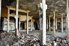 被放弃的工厂在7之内 免版税库存照片