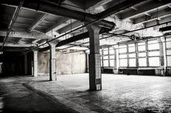 被放弃的工厂大厅 免版税库存图片