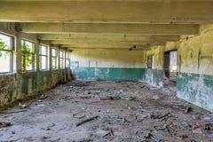 被放弃的工厂工业内部 免版税库存照片