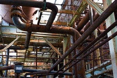 被放弃的工厂管道 免版税库存图片