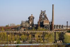 被放弃的工厂设备 库存图片