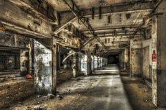 被放弃的工厂隧道 库存照片