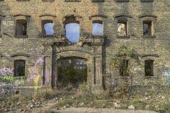 被放弃的工厂,经济危机的标志 免版税库存照片