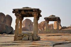 被放弃的废墟在亨比,印度 免版税库存照片