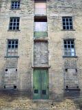 被放弃的废弃的老遗弃工厂在哈利法克斯 库存照片