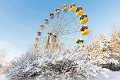被放弃的弗累斯大转轮, Pervouralsk,俄罗斯冬天全景  库存图片