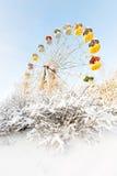 被放弃的弗累斯大转轮, Pervouralsk,俄罗斯冬天全景  库存照片