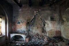 被放弃的房子内部 免版税库存图片