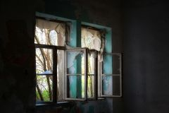 被放弃的房子内部 免版税库存照片