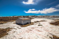 被放弃的房子冬天 免版税库存图片