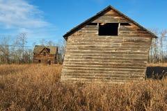 被放弃的房子和谷仓秋天的 免版税图库摄影