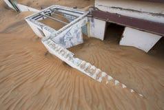 被放弃的房子在沙漠 库存照片