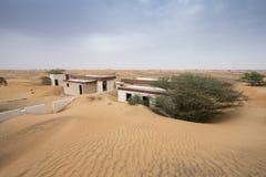 被放弃的房子在沙漠 免版税库存照片