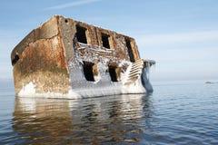 被放弃的房子在水中 免版税库存照片