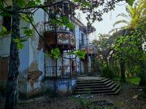 被放弃的房子外部  库存图片