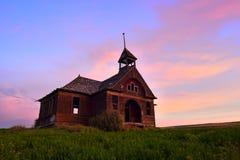 被放弃的房子学校 免版税库存照片