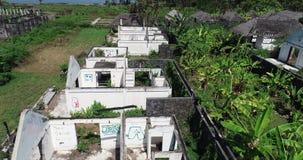 被放弃的房子鸟瞰图在巴厘岛热带海岛上的  影视素材