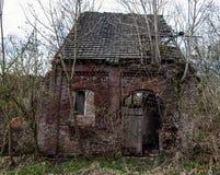 被放弃的房子破坏了 库存照片