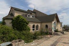 被放弃的房子 新罗西斯克 俄国 13 05 2017年 免版税库存照片