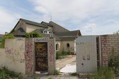 被放弃的房子 新罗西斯克 俄国 13 05 2017年 免版税库存图片