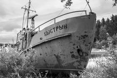 被放弃的打破的船 免版税库存照片