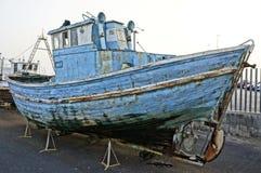 被放弃的捕鱼船 图库摄影