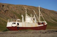 被放弃的捕鱼船 库存图片