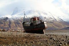 被放弃的捕鱼船 免版税库存照片