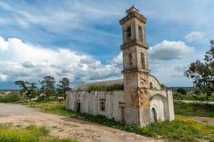 被放弃的教会在北赛普勒斯土耳其共和国 免版税库存照片