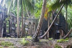 被放弃的教会废墟 免版税库存照片