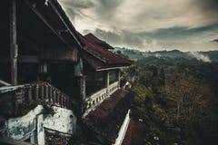 被放弃的旅馆在巴厘岛 免版税库存图片